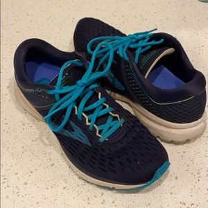 Women's Brooks Ravenna 9 size 10 navy and teal